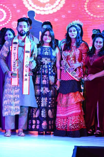 The owner of I-Glam organization, Ddevjani Mitra with Mr. West Bengal 2019, Tanmoy Das and Miss West Bengal 2019, Sonalika Sinha.