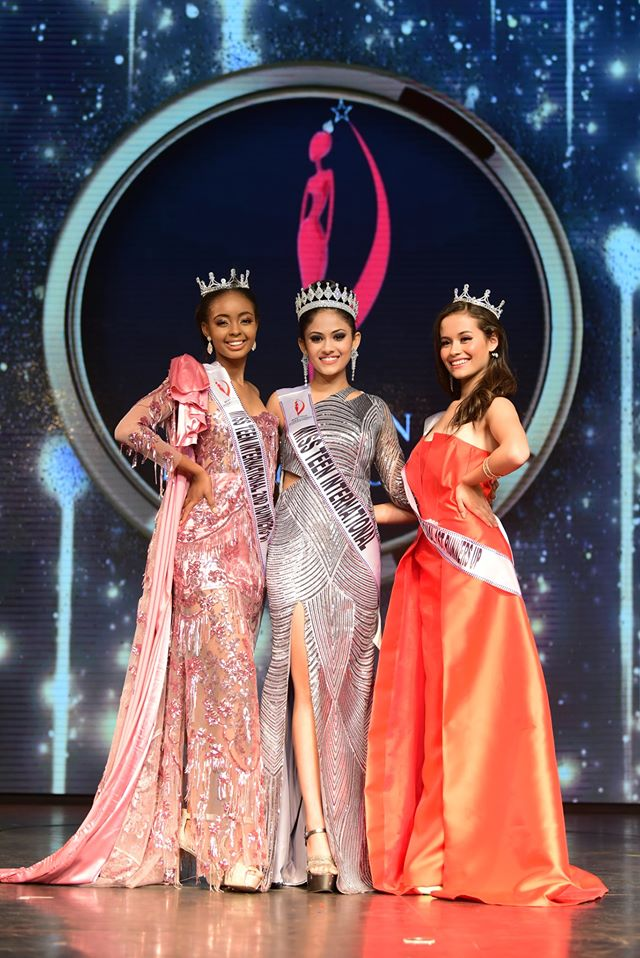 Miss Teen International 2019, Aayushi Dholakia from India with Paraguays's Yessenia Garcia (first runner-up) and Botswana's Anicia Gaothusi (second runner-up and Miss Teen Africa).