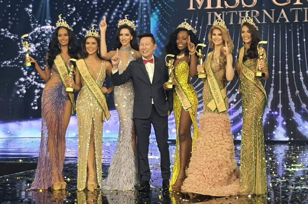 The Top 5 placement holders with Miss Grand International 2019, Valentina Figuera from Venezuela and the founder and president of Miss Grand International pageant, Nawat Itsaragrisil.