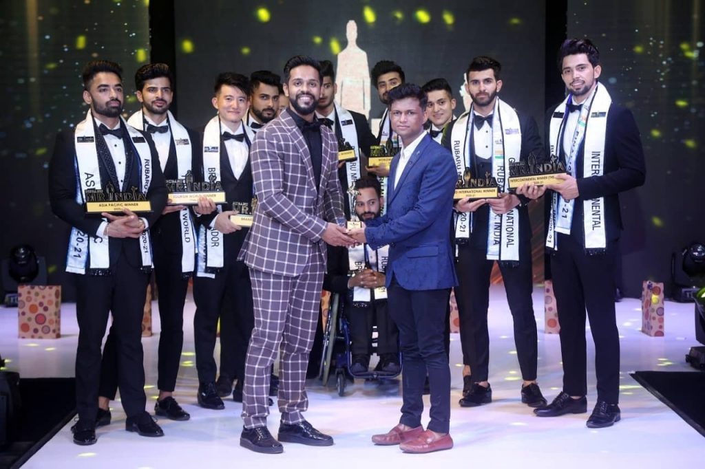 Sandeep Kumar, the founder and president of Rubaru Mr. India competition, with the winners of Rubaru Mr. India 2020-21 competition.
