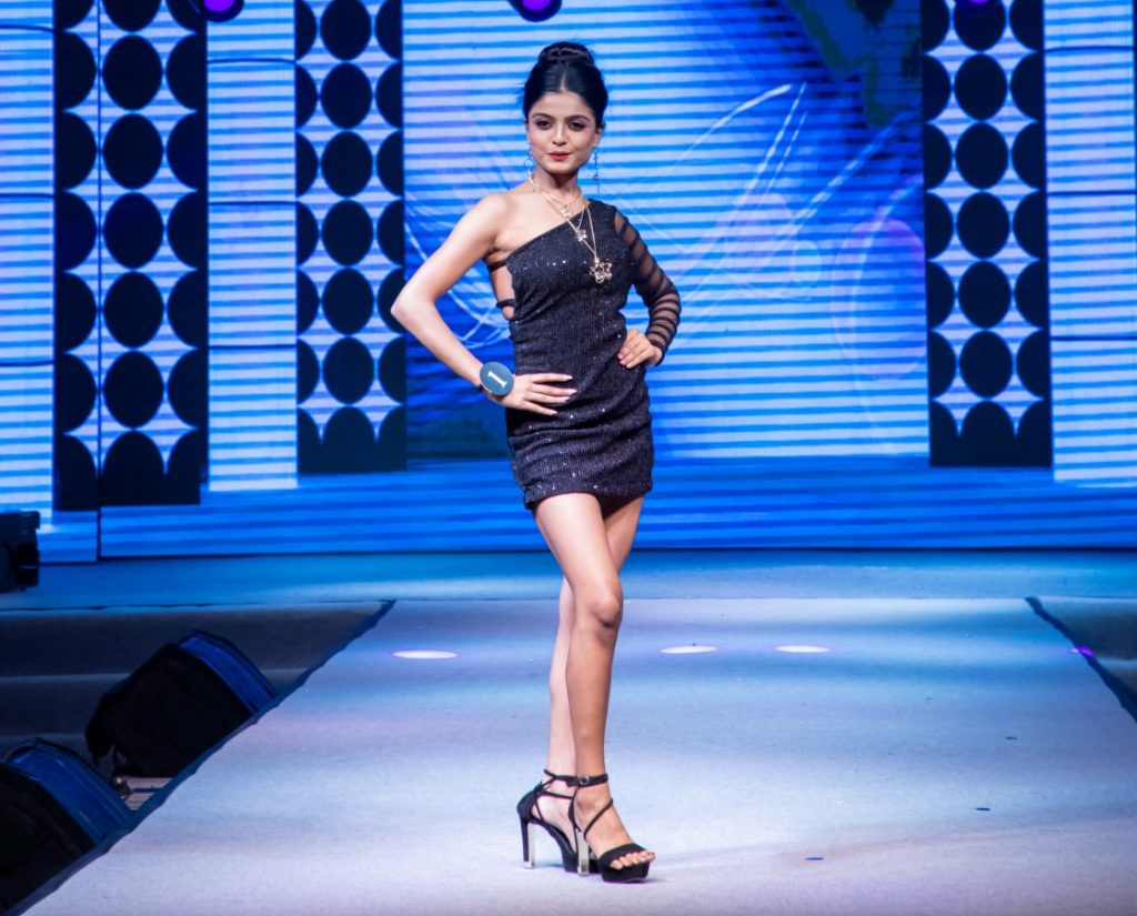 Parvi is a polyglot and can speak 3 languages including English, French and Hindi. She has also won Miss Popular and Miss Talented special awards.